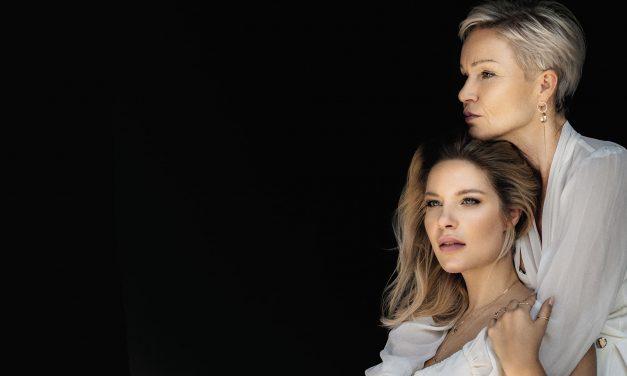 What a look!  <br>Katarina und ihre Mutter machen den Filler-Check